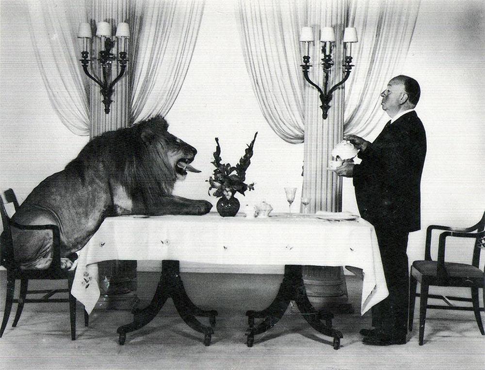 Hitchkok, Aslan ve Çay